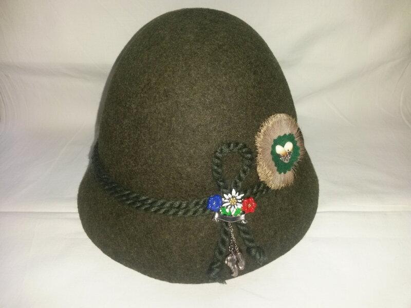 8b546e4f4 Klobúk zelený / cena bez odznakov/ ...